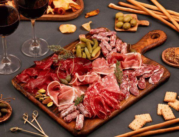 tabla de tapas para una velada con vino