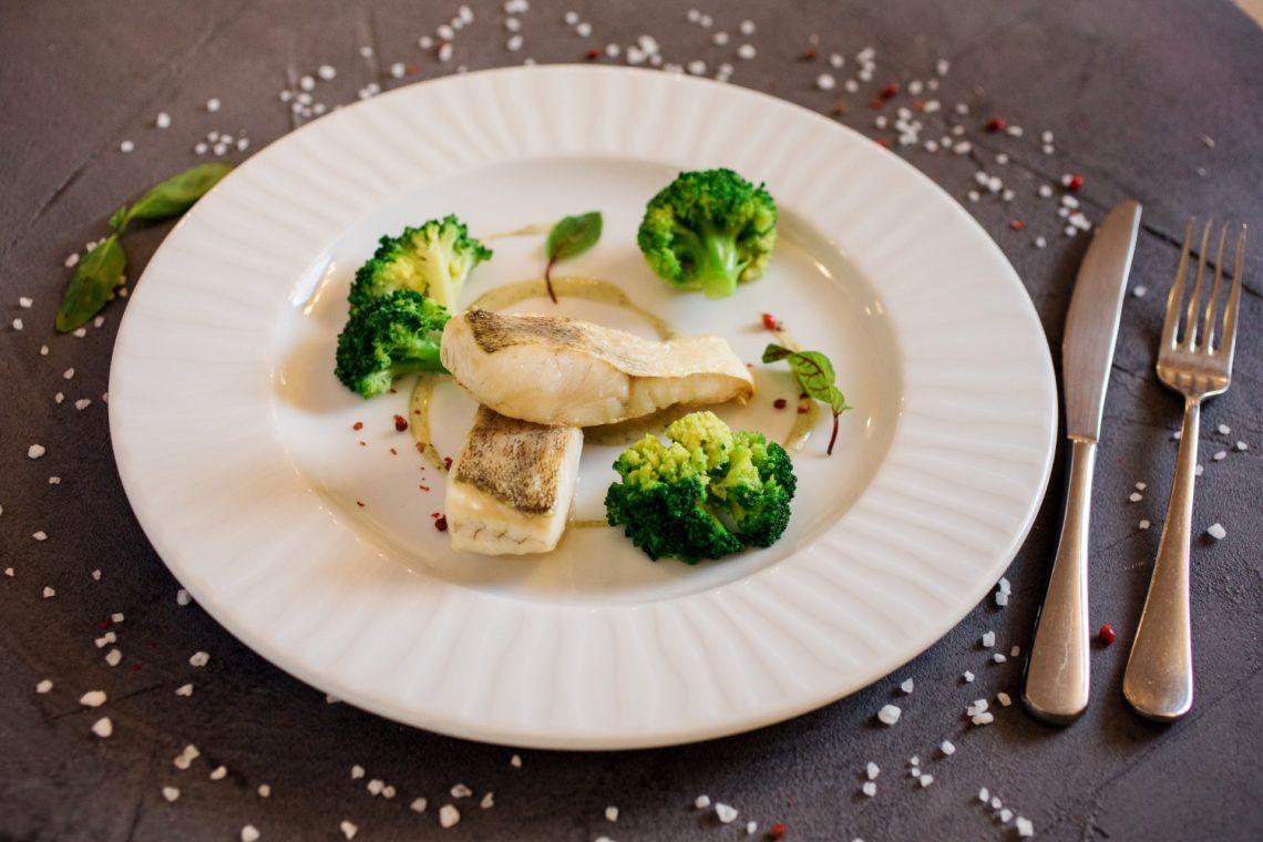 Receta keto de pescado y vegetales