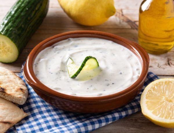 salsa tzatziki de yogurt y pepino