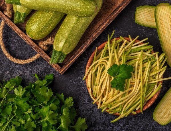 Espaguetis keto de calabacín